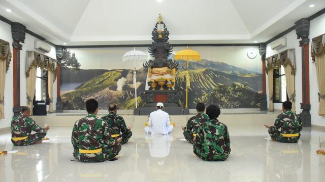 TNI AL Gelar Doa Bersama Serentak Peringati 40 Hari Gugurnya Kru KRI Nanggala (467399)