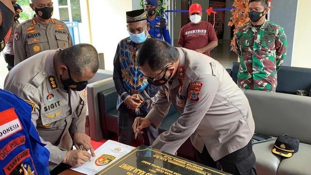 Kapolda Papua Barat Resmikan Rumah Dinas Pol Air di Raja Ampat (228117)