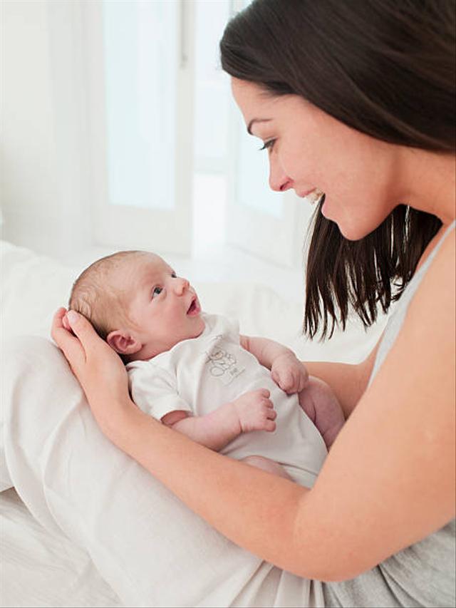 Normalkah Jika Bayi Lahir Masih Terbungkus Kantung Ketuban? Begini Penjelasannya (110503)