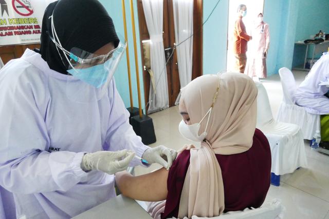 Pemprov Kepri Targetkan 50 Persen Vaksinasi Tercapai Bulan Ini (253960)