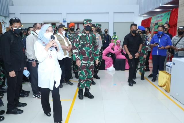 Panglima TNI Cek Vaksinasi Lansia di Cilacap: Tetap Pakai Masker (128398)