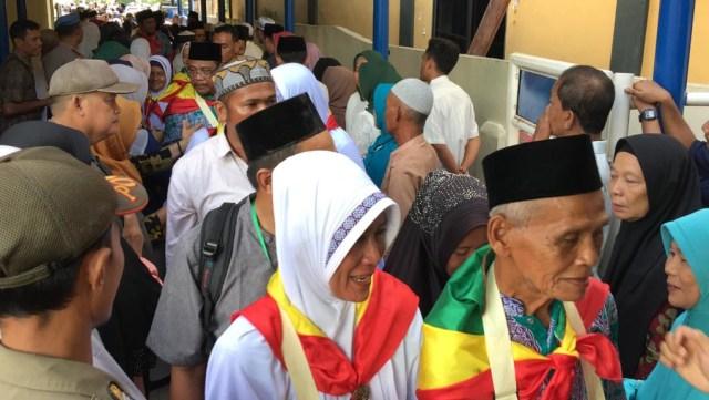 627 Jemaah Calon Haji di Batam Batal Berangkat ke Tanah Suci (256309)