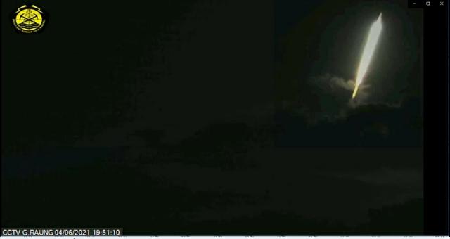 Kilatan Cahaya di Atas Gunung Raung Diduga Kuat Meteor Jatuh (1085631)
