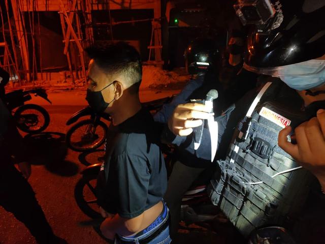 Mabuk Miras dan Bawa Sajam, Seorang Pria di Palangka Raya Diamankan Polisi (28729)