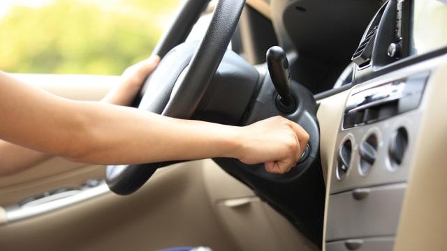 Cara Tepat Jumper Aki Mobil yang Mulai Soak (2028)