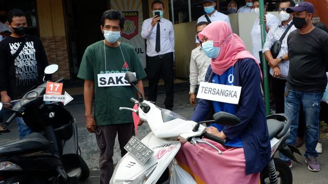 Bandiman, Ayah Korban Sate Sianida Bantul, Tegar Ikuti Rekonstruksi (928806)