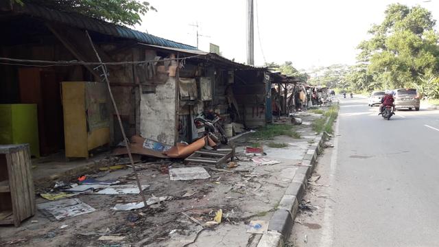 Kios di Simpang Barelang Mulai Dibongkar (124683)