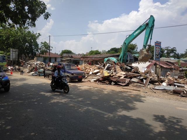 Kios di Simpang Barelang Mulai Dibongkar (124684)