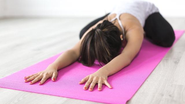 Gerakan Yoga yang Mudah Dilakukan di Rumah, Ada 6 Nih! (741)
