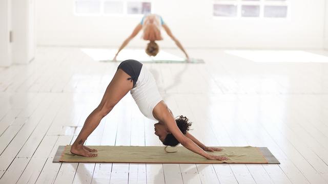 Gerakan Yoga yang Mudah Dilakukan di Rumah, Ada 6 Nih! (742)