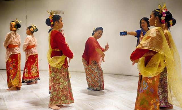 Fungsi Pola Lantai dalam Tarian Tradisional (1019695)