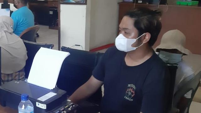 Sebut Satgas COVID-19 Goblok di Medsos, Pria Ini Minta Maaf ke Kantor Polisi (115279)