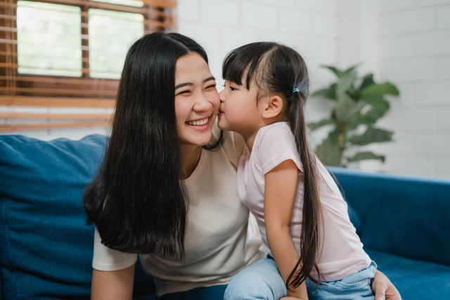 Apa Dampaknya Bila Orang Tua Suka Memanjakan Anak? Ini Kata Psikolog (25007)