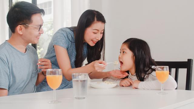 Apa Dampaknya Bila Orang Tua Suka Memanjakan Anak? Ini Kata Psikolog (25008)