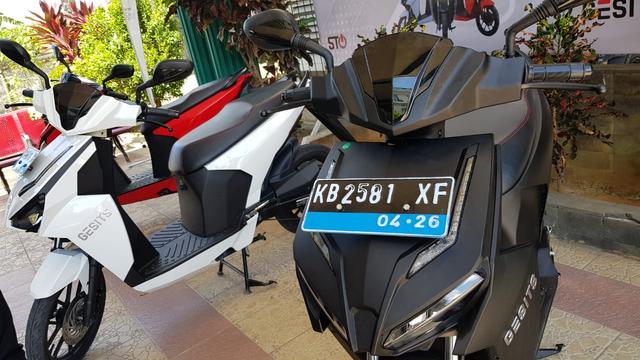 Ini Perbedaan Plat Nomor Sepeda Motor Listrik di Kalbar (4422)
