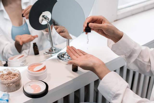Skincare untuk Kulit Berminyak, Coba 5 Tips Perawatan Kulit Berikut! (328103)