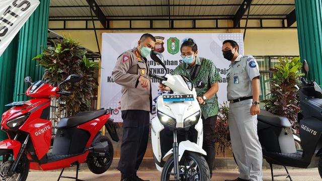 Gesits Jadi Motor Listrik Nasional Pertama yang Didaftarkan ke Samsat Kalbar  (126906)