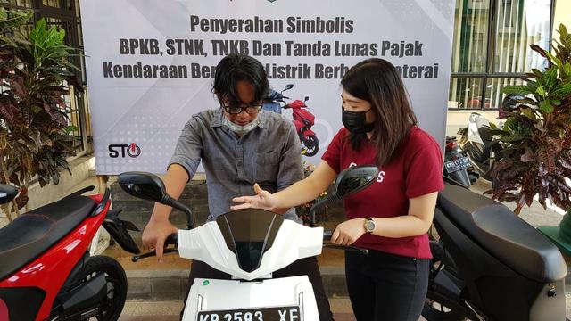 Gesits Jadi Motor Listrik Nasional Pertama yang Didaftarkan ke Samsat Kalbar  (126908)