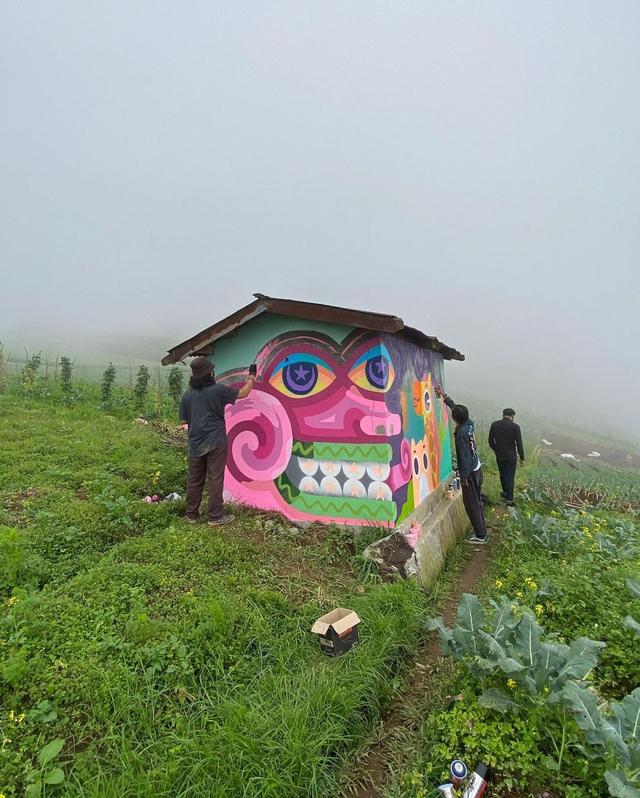Cerita Seniman Muda Hias Gubuk dengan Lukisan Mural agar Petani Senang (458328)