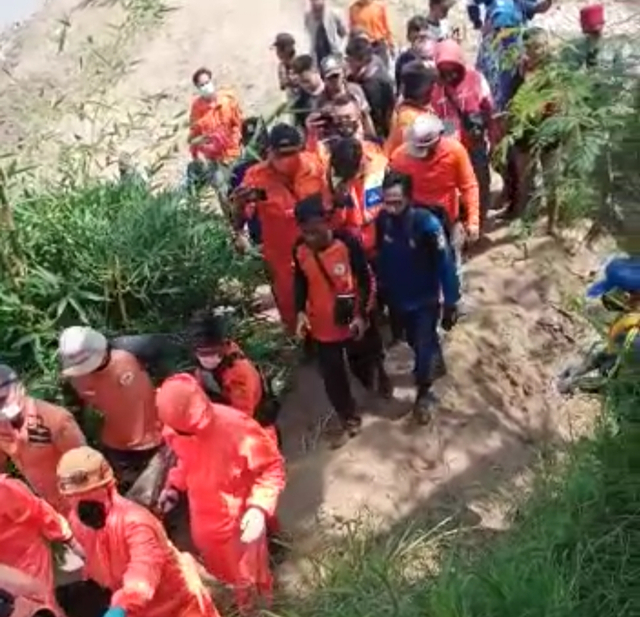 Tim SAR Temukan Korban Tenggelam di Sungai Cisanggarung Cirebon (223362)