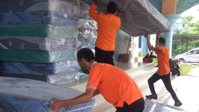 GOR Stadion Jadi Lokasi Karantina, BPBD Bintan Distribusikan 100 Tempat Tidur (348327)