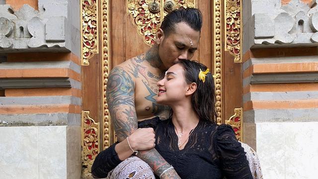 Nora Alexandra Usai Jerinx Bebas dari Penjara: Jangan Tinggal-tinggal Aku Lagi (46595)