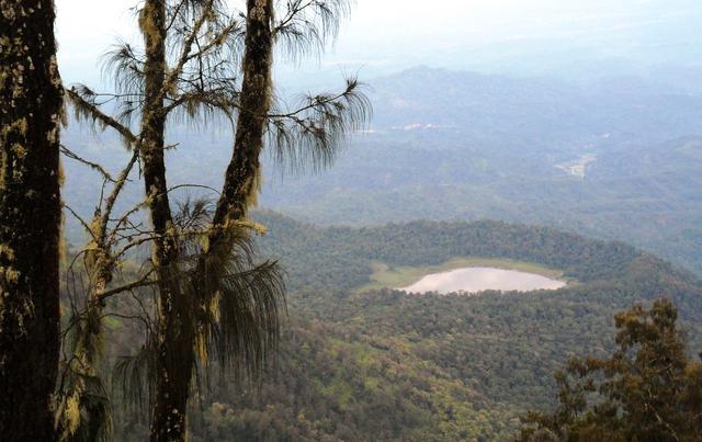 Mengintip Jejak Situs Purbakala Hindu Tertinggi di Pulau Jawa di Gunung Argopuro (27439)