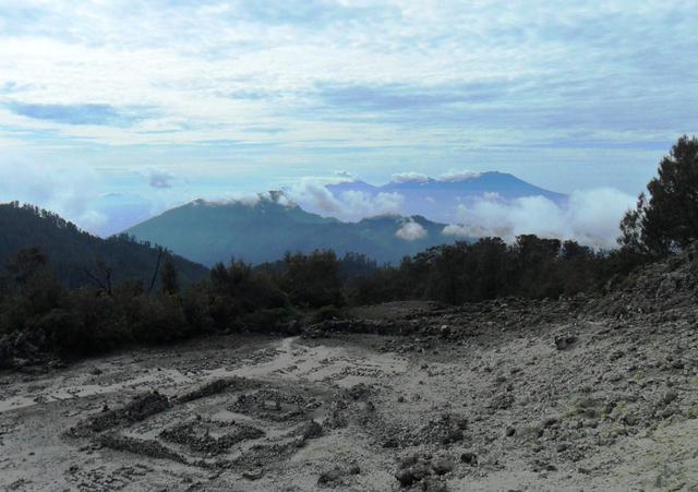 Mengintip Jejak Situs Purbakala Hindu Tertinggi di Pulau Jawa di Gunung Argopuro (27446)