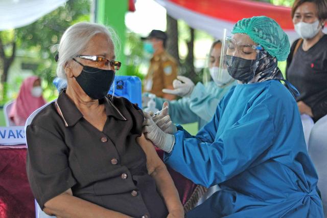 Wamenkes Imbau Pemda Cari Terobosan Dorong Vaksinasi Bagi Lansia dan Komorbid (341602)