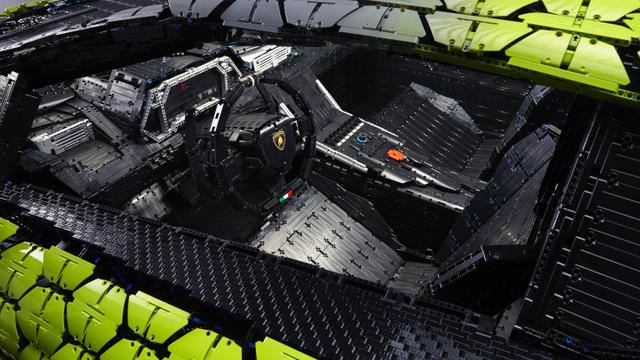 Keren! Lamborghini Ini Dibangun dari 400.000 Blok Lego (457036)