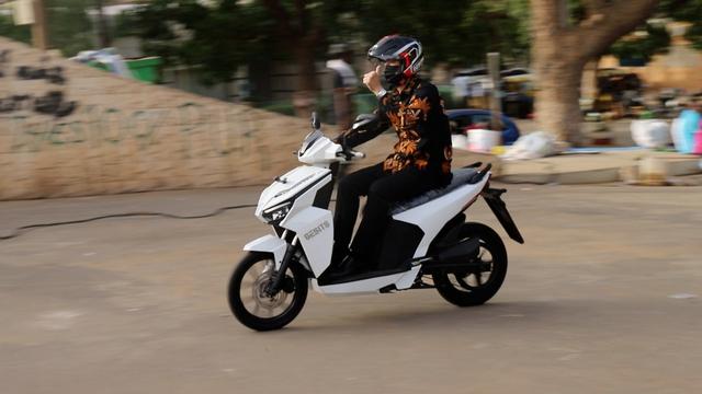 Bangga, GESITS Motor Listrik Anak Bangsa Resmi Mendarat di Senegal! (7095)