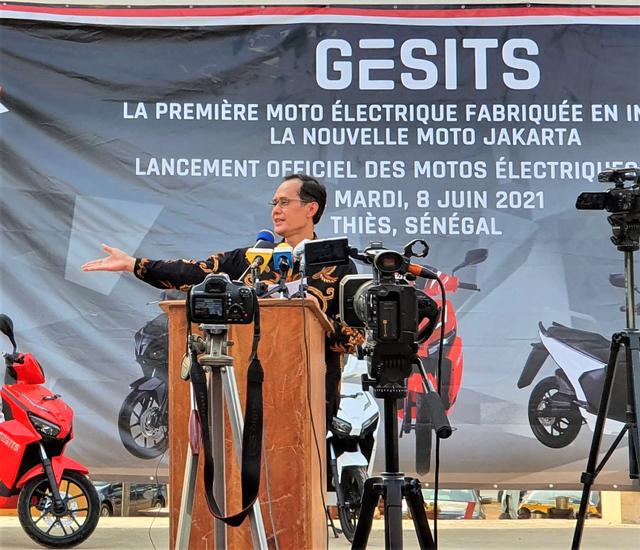 Bangga, GESITS Motor Listrik Anak Bangsa Resmi Mendarat di Senegal! (7093)