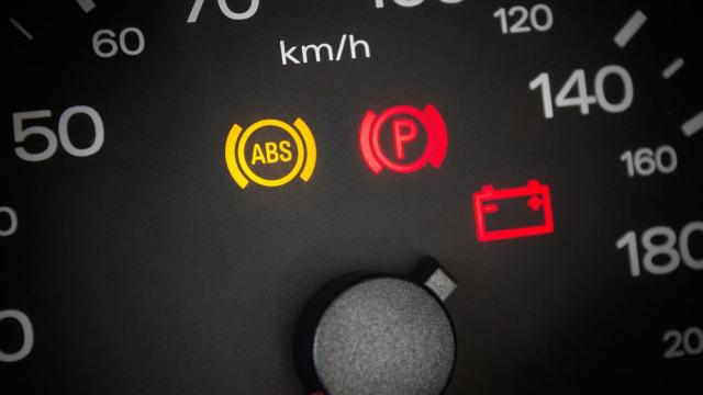 Kenali Ciri-ciri Alternator Mobil Mulai Lemah (241021)