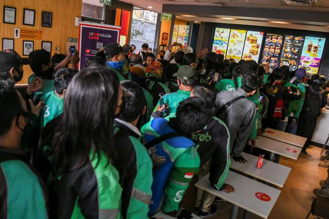 Kisruh BTS Meal Picu Kerumunan: Polisi Turun Tangan; Manajemen McD Minta Maaf (130164)