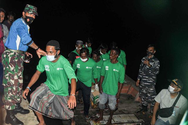 Foto: 81 Imigran Rohingya di Aceh Direlokasi ke Medan (518478)