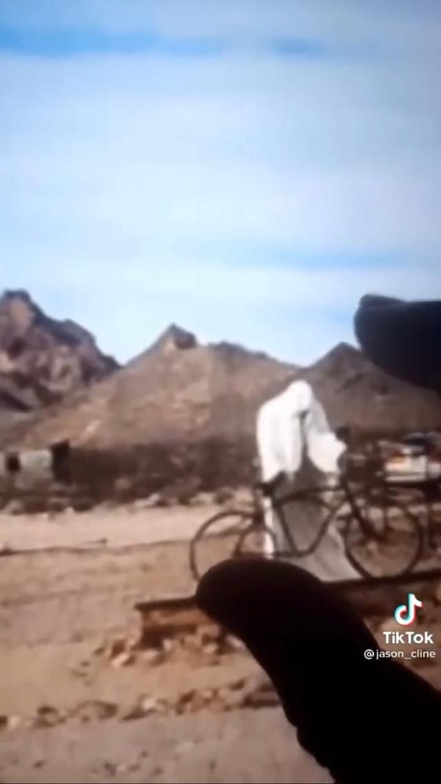 Ngeri, Pria Ini Temukan Penampakan Sosok Misterius di Google Earth (170610)
