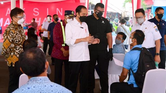 Jokowi Akhiri Peninjauan Vaksinasi Hari Ini di Pelabuhan Sunda Kelapa (93368)
