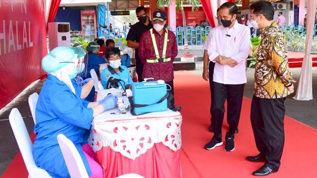Jokowi Akhiri Peninjauan Vaksinasi Hari Ini di Pelabuhan Sunda Kelapa (93366)