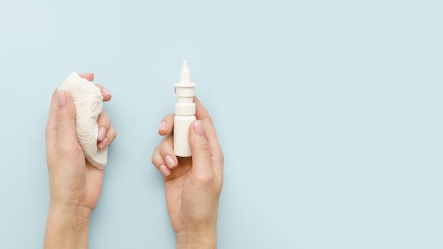 Yang Perlu Dipahami saat Beri Obat Semprot Hidung untuk Bayi (31526)