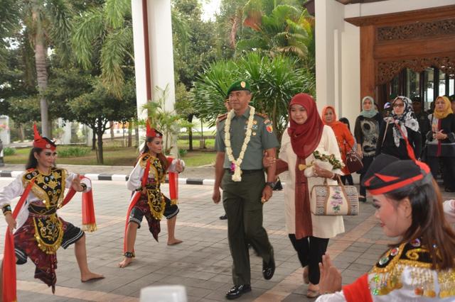 Gerakan Tari Remo, Lambang Pangeran Gagah Berani (39975)