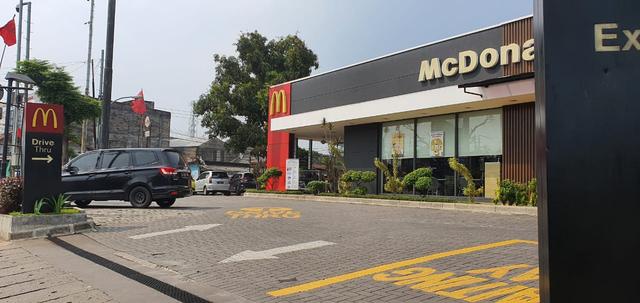 Kisruh BTS Meal Picu Kerumunan: Polisi Turun Tangan; Manajemen McD Minta Maaf (130163)