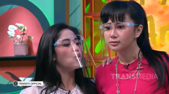 Tak Bisa Temui Denise Chariesta di Rumahnya, Dewi Perssik: Cemen Lu (463895)