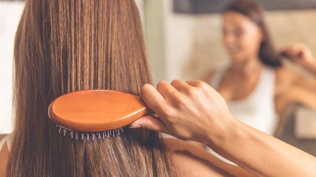 Cara Menghilangkan Kutu Rambut secara Alami, Bisa Pakai Minyak Kayu Putih? (326263)