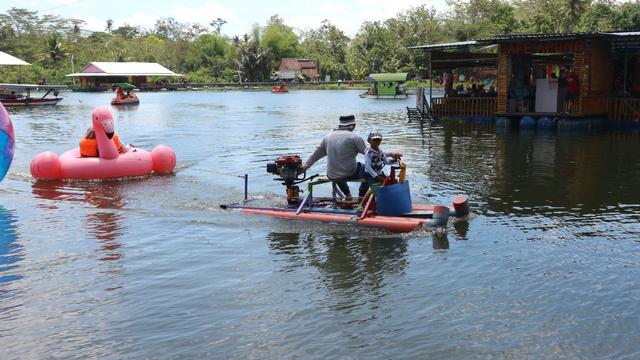 Menikmati Sensasi Makan di Atas Waduk di Cafe Apung Rowo Klampok Malang (329951)