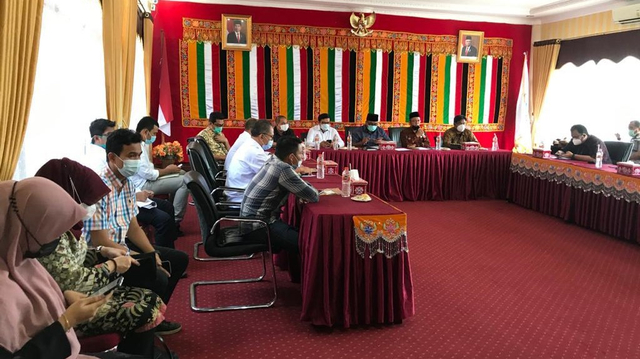 Pemerintah Aceh Bahas Percepatan Investasi Murban Energy UEA di Pulau Banyak   (25933)