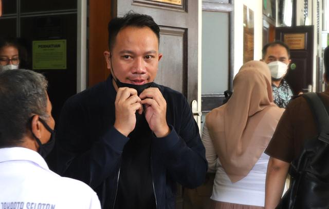 Vicky Prasetyo Dimintai Keterangan Terkait Laporannya terhadap Adik Angel Lelga (9639)