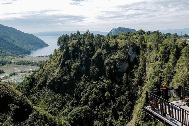 Sandiaga Harap Adian Nalambok Bisa Jadi Alternatif Wisata Pilihan di Danau Toba (277179)