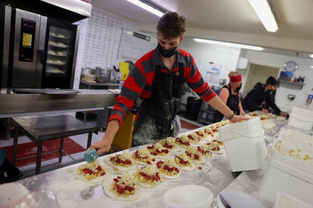 Foto: Pembuatan Cornish Pasty, Kue Khas Inggris Sejenis Pastel  (22635)