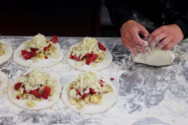 Foto: Pembuatan Cornish Pasty, Kue Khas Inggris Sejenis Pastel  (22636)
