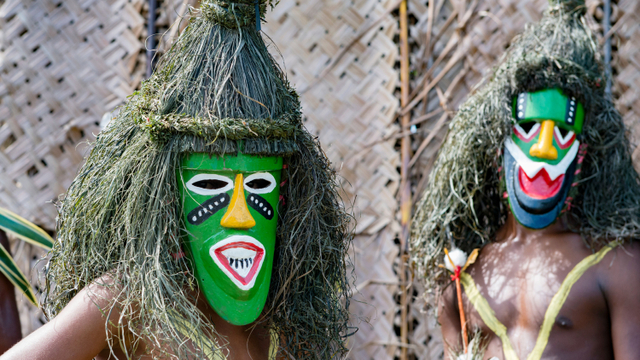 Mengasapi Jenazah, Ritual Pemakaman Ekstrem Suku Anga di Papua Nugini (4366)